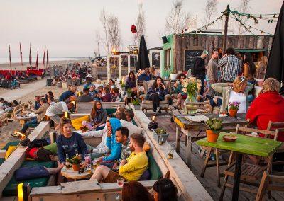 Vrijgezellenfeest op het strand in Scheveningen