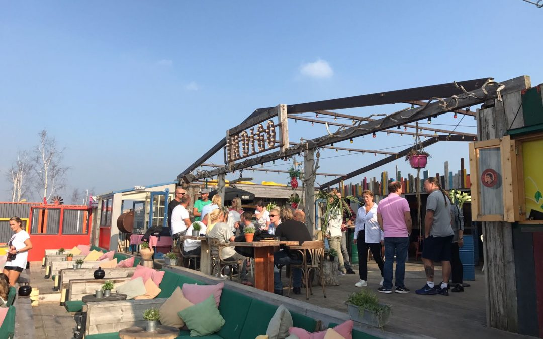 Netwerkborrel on the beach