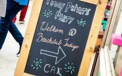 Hoe een bedrijfsfeest op het strand Scheveningen bij Indigo eraan toe gaat