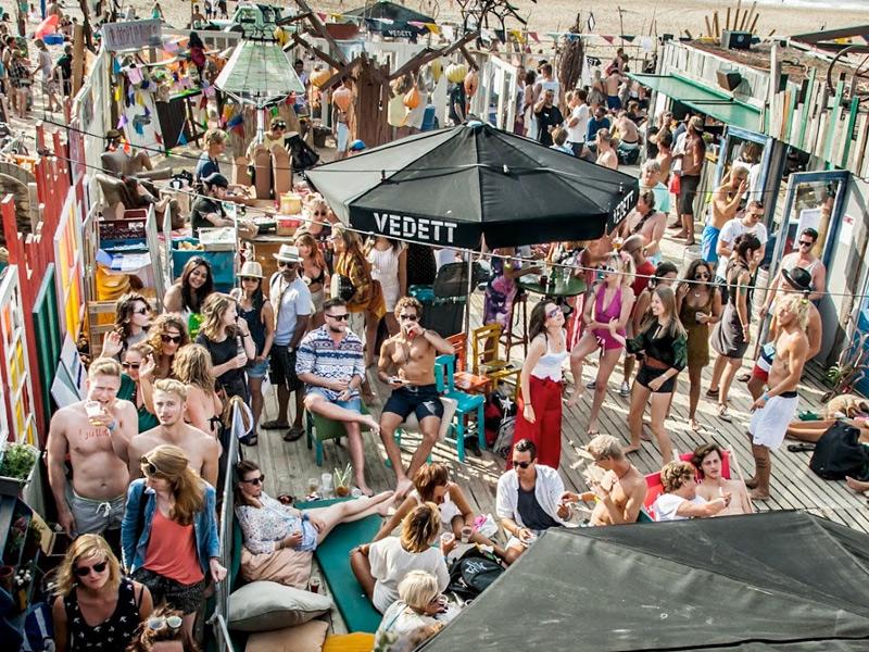Studentenfeest op het strand? Vier het nieuwe studiejaar bij Indigo