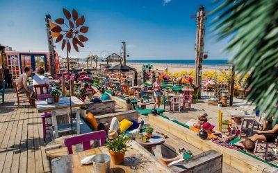 Beachclub Indigo: de kleurrijkste strandtent op het Zwarte Pad Scheveningen